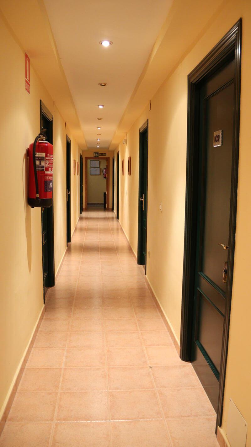 zonas comunes pasillo Hostal Elvira en Tarancón