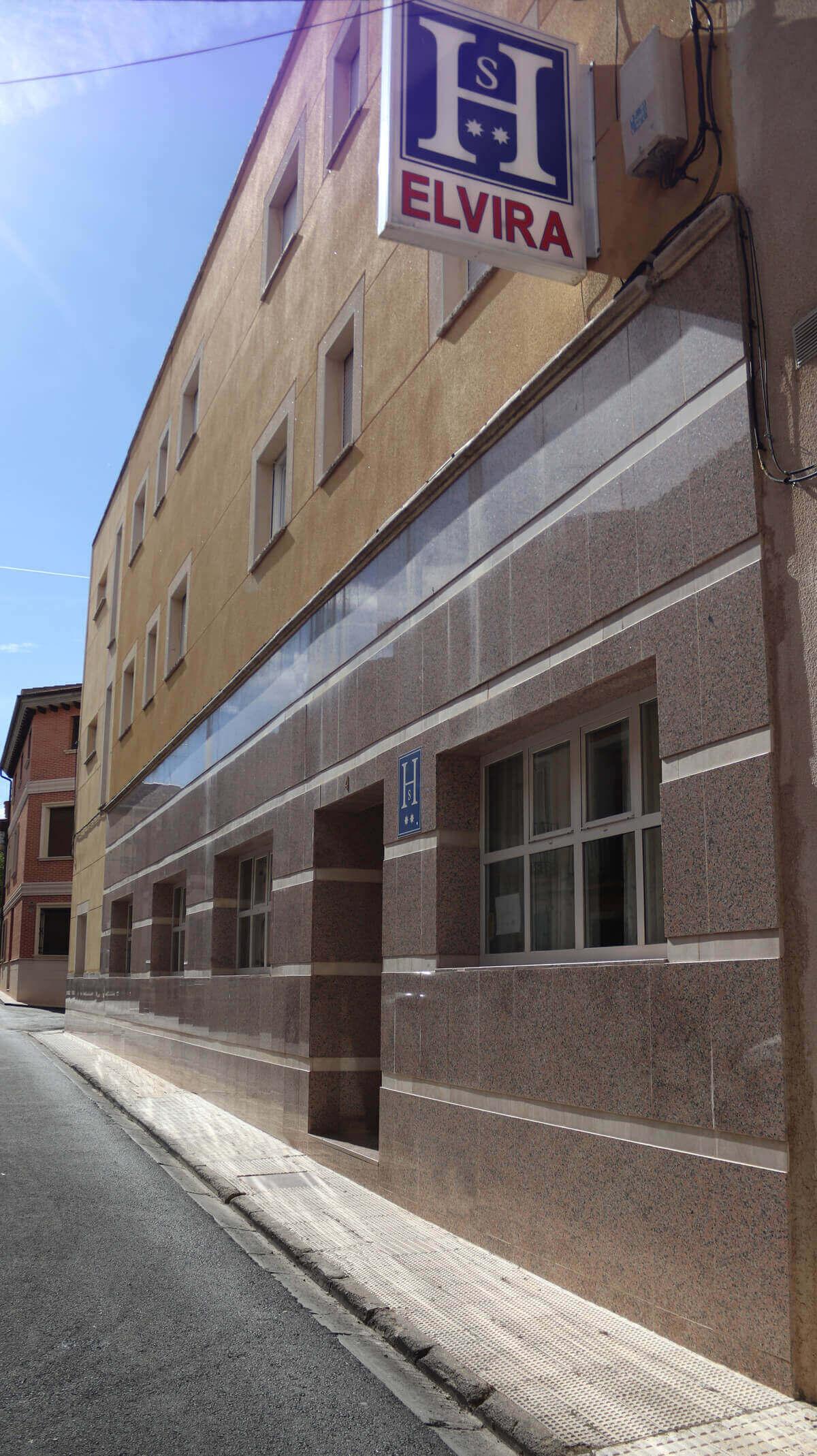 fachada hostal Elvira en Tarancón