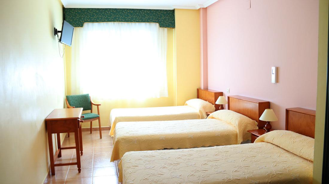 habitación triple en Hostal Elvira de Tarancón