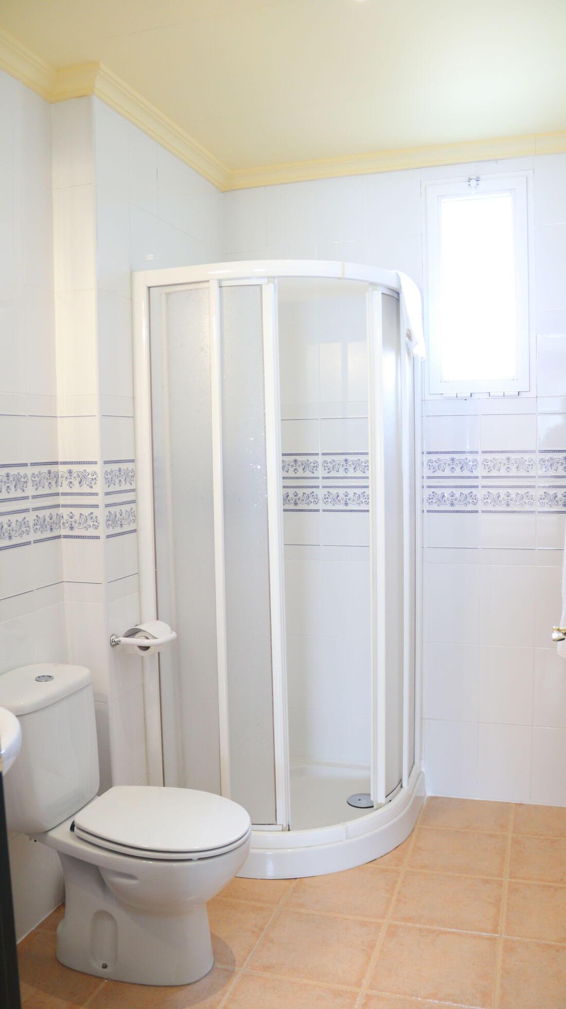 baño habitación doble 2 camas